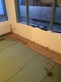 Ondervloer dwars op planken gelegd